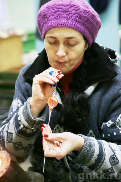 Подготовка к Новому году на красноярской фабрике игрушек «Бирюсинка» фото 46